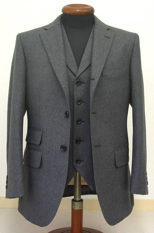 ジャケット・パンツ・スラックスをコーディネートするスーツ