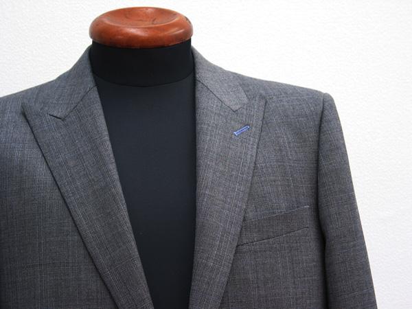 ピーク衿・衿穴色糸