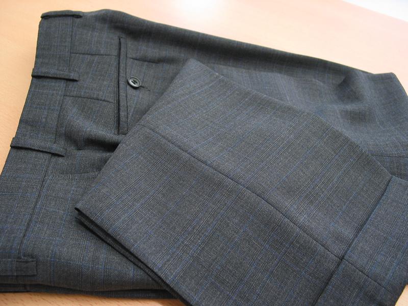 パンツ2本+ジャケットで仕立てる2パンツスーツ