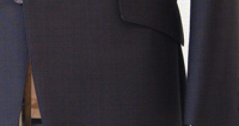 店長の茶系スーツ