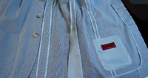 ルーズなアンコン仕立てのジャケットを気軽に羽織る